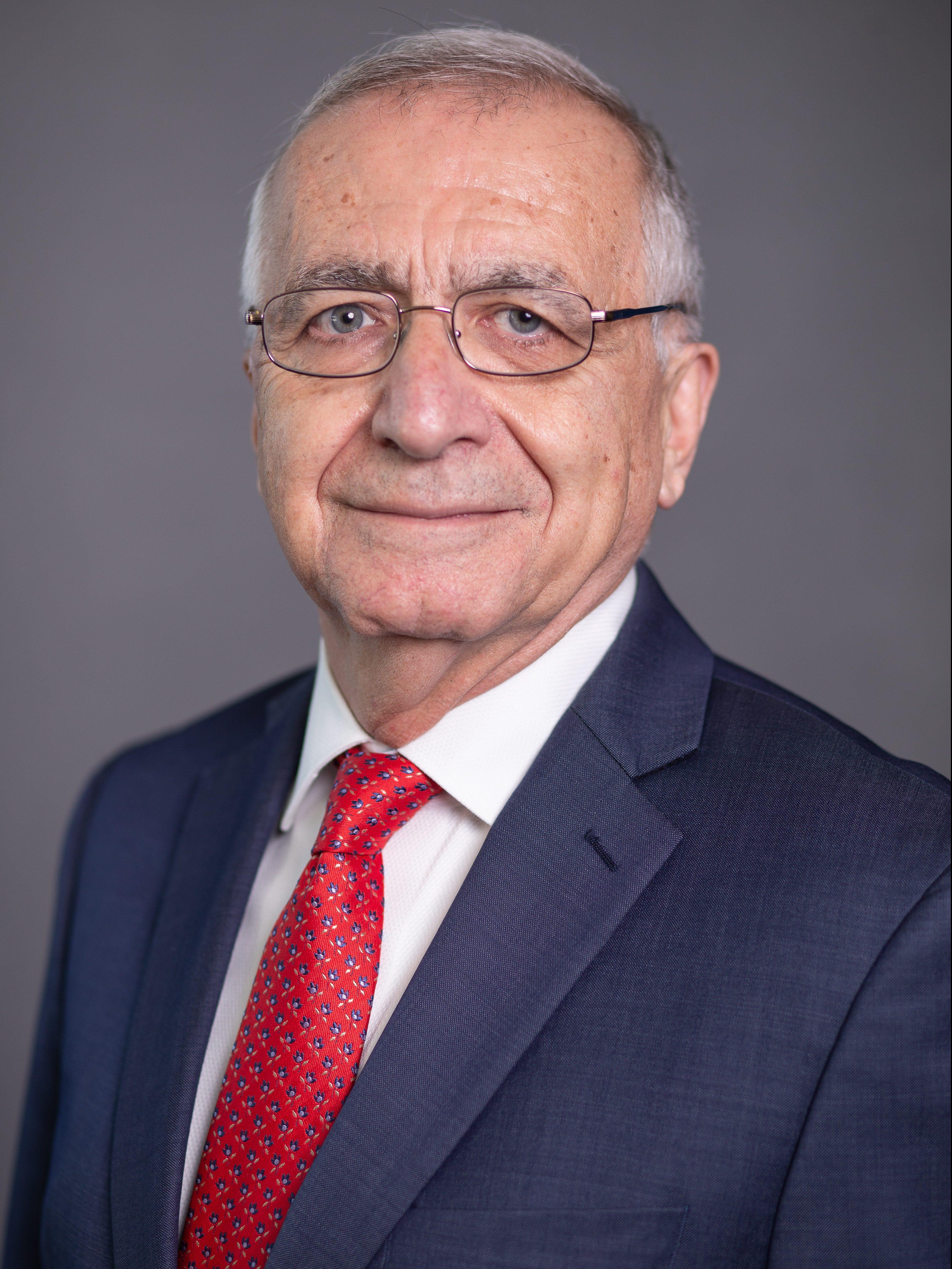 Nader Uskowi headshot - 9.19